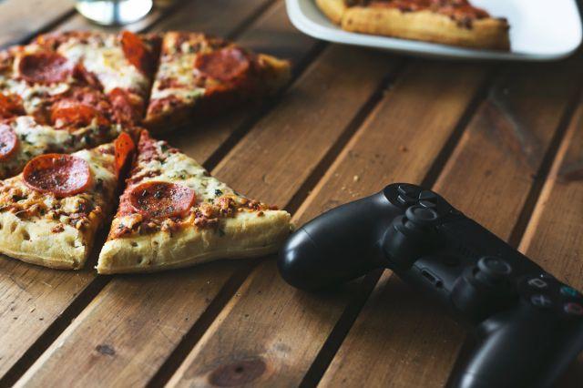 soirée d'boys pizza et jeux vidéo